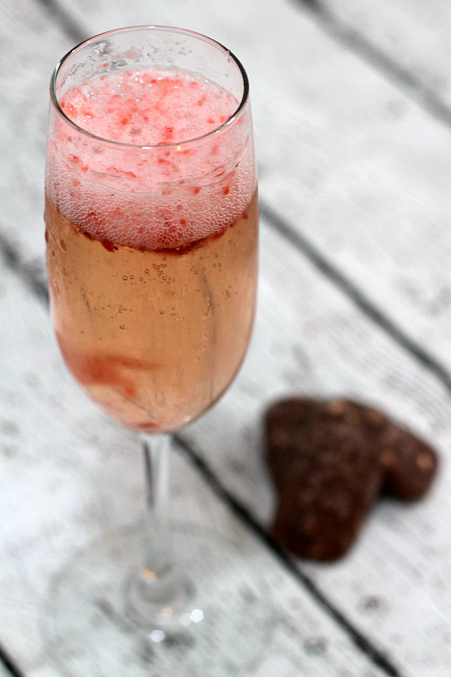 Staycation cocktails for moms - Strawberry Champagne